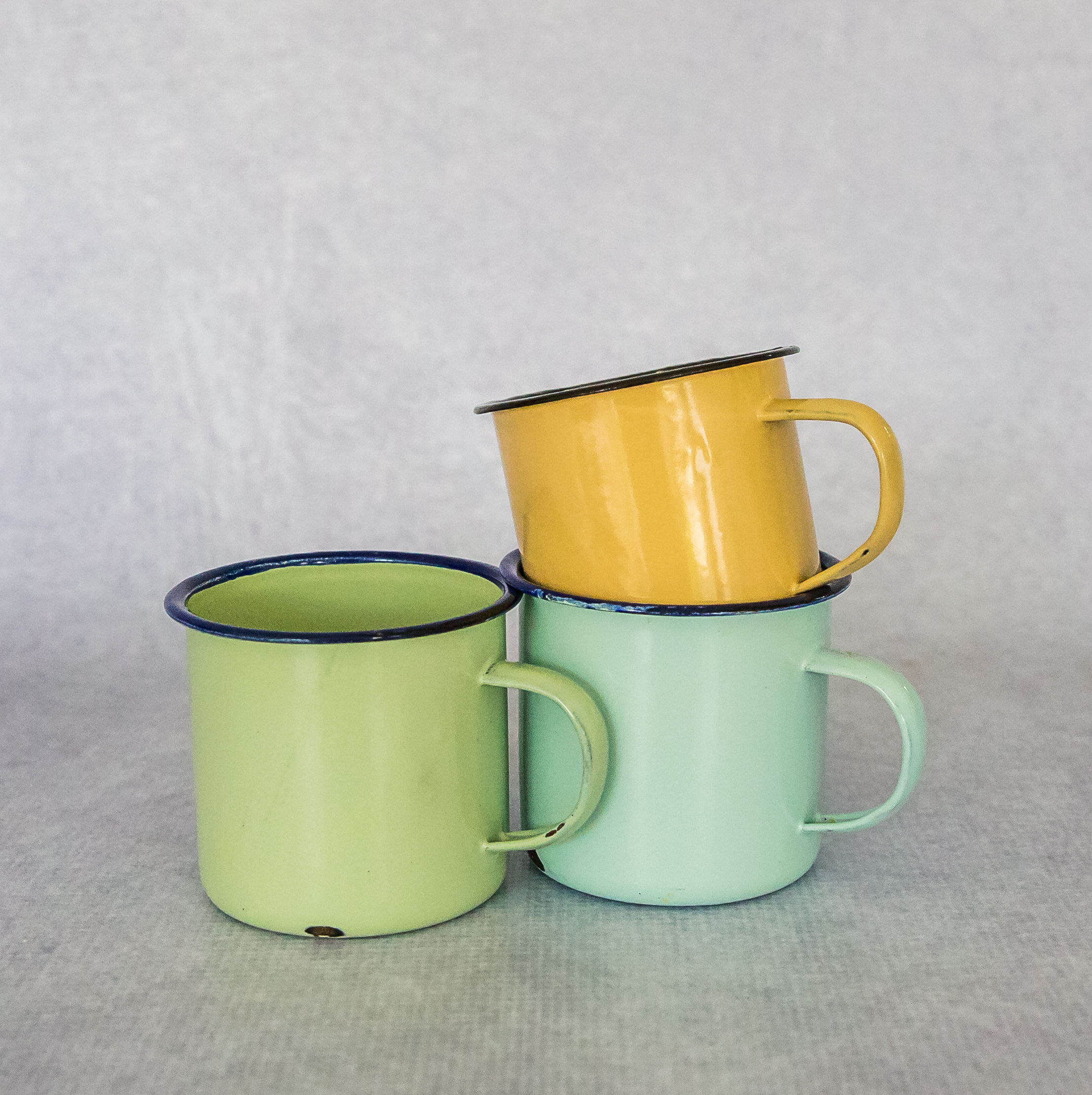 Enamel Cups In Pastel Colours Flamboijant Decor Hire